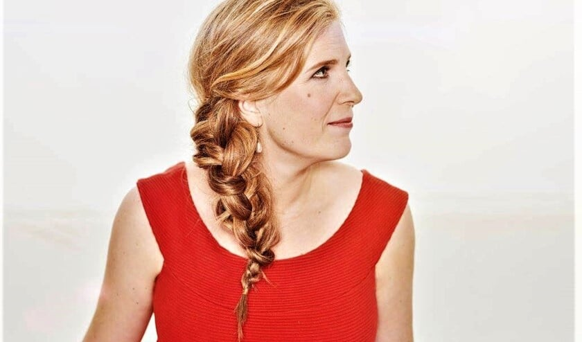<p>De Haagse sopraan Klaartje van Veldhoven is de initiatiefneemster van de Boerencantate, oftewel &lsquo;Cantate Burlesque&rsquo; van J.S. Bach (foto: Mark Engelen).</p>