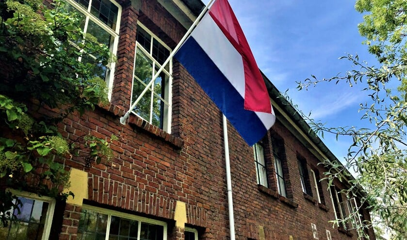 Nederlandse vlag aan de gevel van een woning in Leidschendam (foto: gemeente LV).