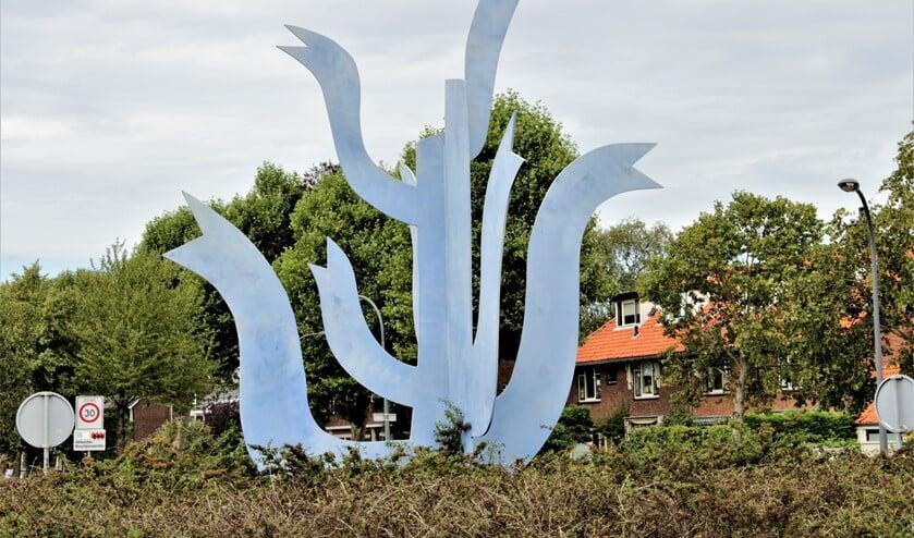 Het beeld 'In de hemel gevlogen' op de rotonde Oosteinde/ Cornelis Voorhoevelaan te Voorburg (foto: Marian Kokshoorn).