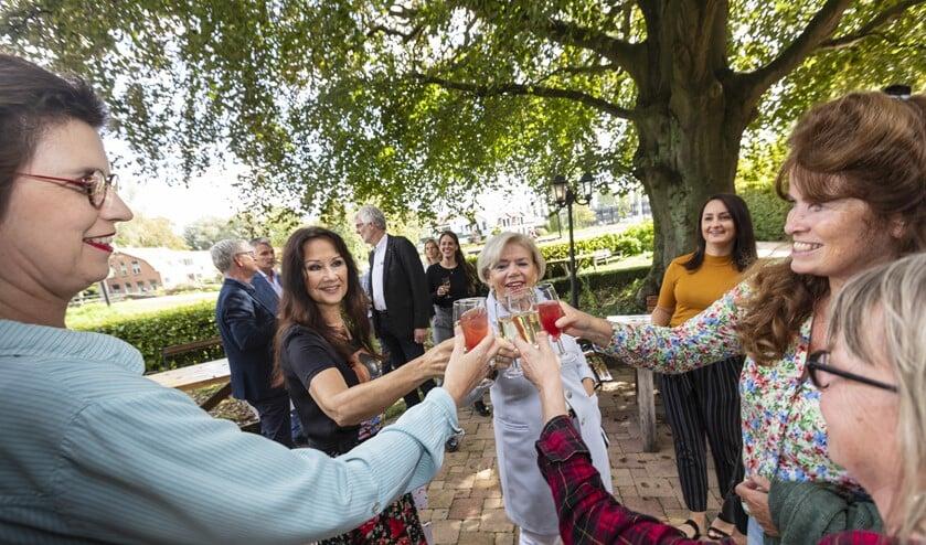 <p>&nbsp;Ouders van de toekomstige bewoners zijn blij met de komst van Our House. (Fotograaf: Winand Stut)</p>