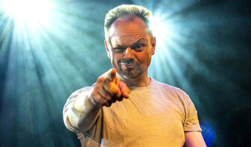 <p>Silvester Zwaneveld, bekend van het cabaretduo Arie & Silvester, komt in oktober naar Het Veur Theater (foto: pr). </p>