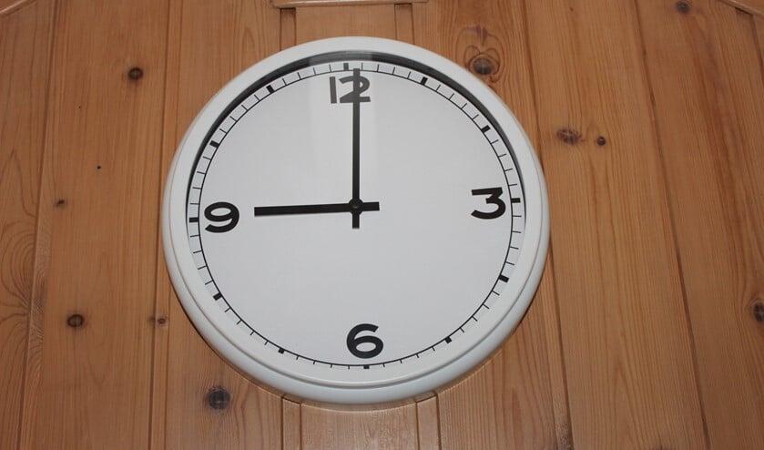 <p>Na 21.00 uur mag u niet zonder goede reden (en/of werktgeversverklaring) de straat op tot 04.30 uur.</p>
