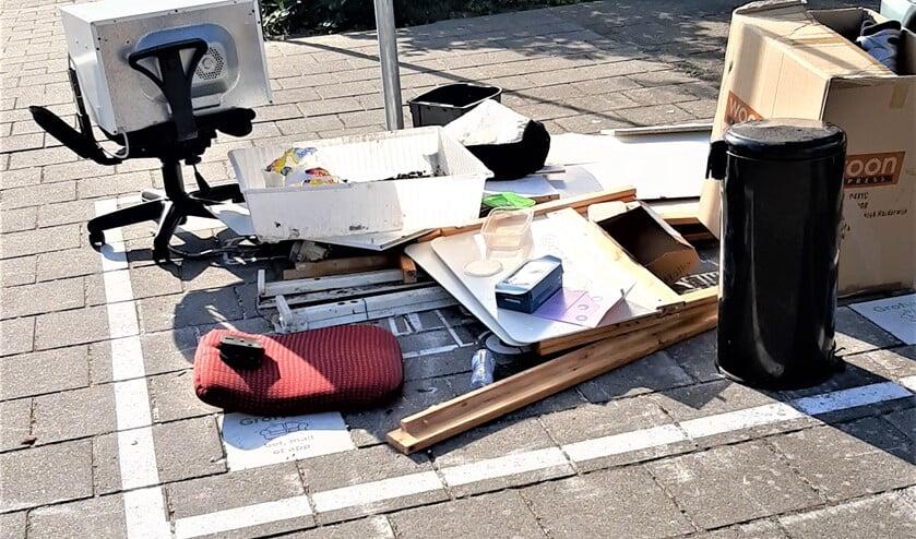 Een aanbiedplek voor grofvuil  waarvan door bewoners dankbaar gebruik wordt gemaakt (foto: Walter Schijf).