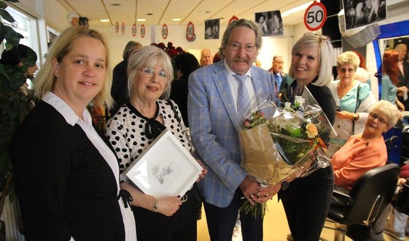 <p>Kapper Ron Bosman gaat ook na vijftig jaar gewoon nog even door met zijn werk en zijn salon.</p>