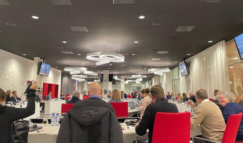 In een volle raadzaal werd gedebateerd over de opvang van statushouders.