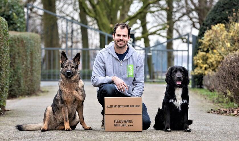 <p>Jeffrey Tukker van Bellobox met zijn honden Kaya en Dave (foto: Marleen Verheul fotografie).</p>