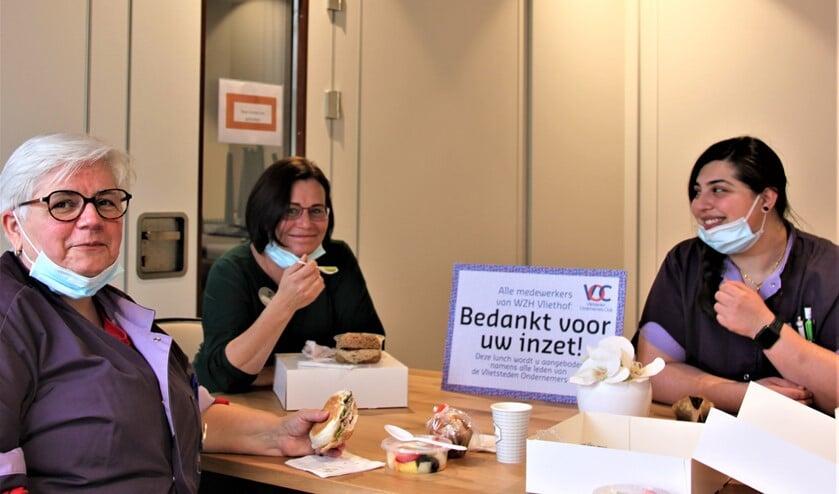 <p>Van links naar rechts: Marianne Mittertreiner, Woudi Faber en Mariella Gorgone van WZH Vliefhof in Voorburg (foto: pr).</p>