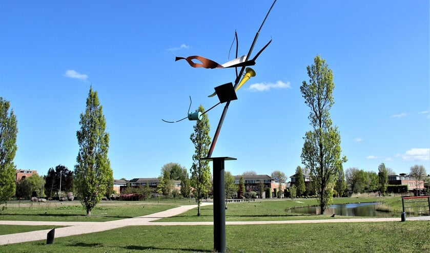 <p>&lsquo;Zonder titel&#39; (2007), een beeld van Auke de Vries in Park Sytwende te Voorburg.(foto: Marian Kokshoorn).</p>