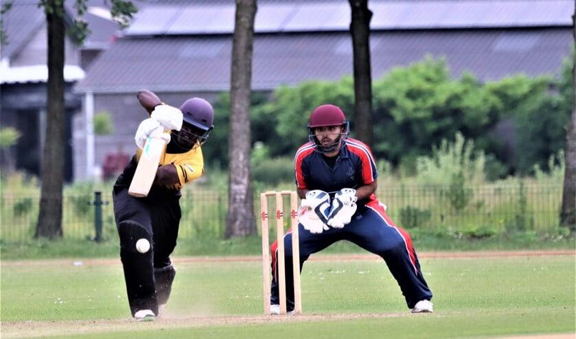 Lorenzo Ingram (Excelsior) nam drie wickets voor zes runs en maakte 51 runs in de succesvolle chase (foto: Catch of the Day BV).