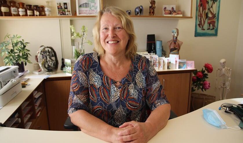 <p>Huisarts Tine Woensdregt is 65 geworden. Ze zet er eind deze maand een punt achter.</p>