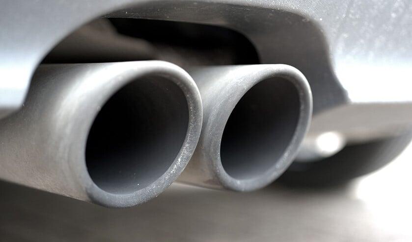 <p>Veel inwoners ondervinden geluidsoverlast door sportuitlaten onder auto&rsquo;s die veel kabaal maken en veel te hard rijden (tekst: Inge Koot). </p>