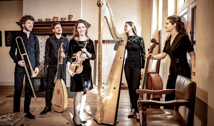 Het ensemble Castello Consort: Elise Dupont & Sakura Goto (viool), Anne-Linde Visser (viola dagamba), Emma Huijsser (blokfluit), Matthijs van der Moolen (baroktrombone), Cécile Chartrain(virginaal).