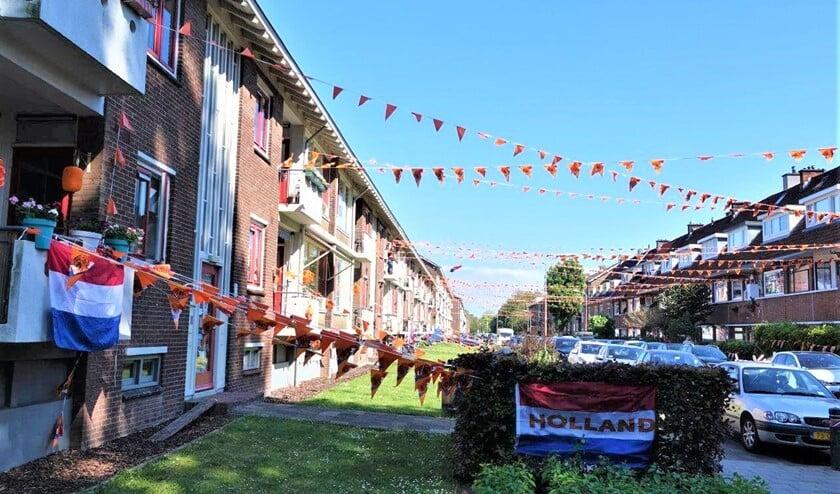 <p>De Von Geusaustraat in Voorburg steunt Oranje (foto: Ap de Heus).</p>
