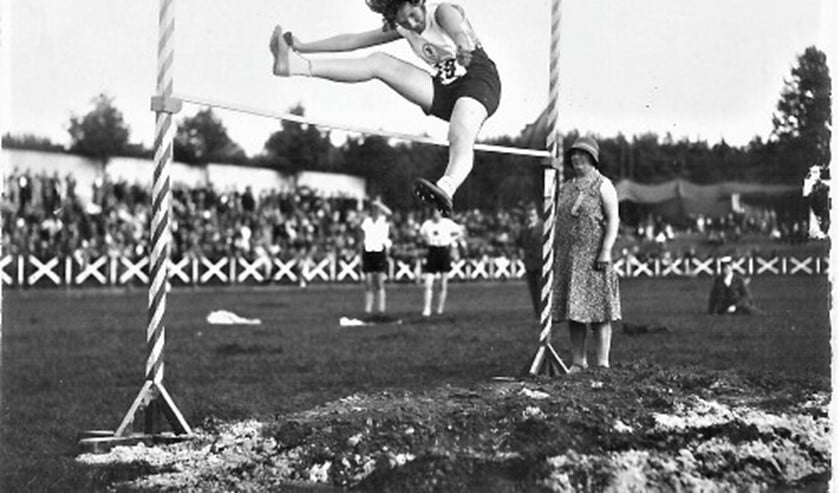 <p>Lien Gisolf in actie bij het hoogspringen (archieffoto).</p>