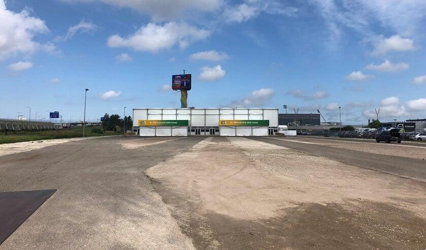 <p>De nieuwe XL corona testlocatie (Testen voor Toegang) aan Donau in Forepark, vlakbij de A12 en Leidschenveen. Deze is van Stichting Open Nederland. Foto&rsquo;s: Peter Zoetmulder / Foto 5: Robert Oosterbroek</p>