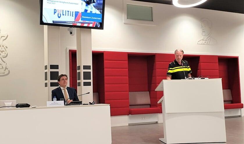 <p>Burgemeester Michel Bezuijen en Teamchef Politie Cor Pronk. Fotograaf: Robbert Roos</p>