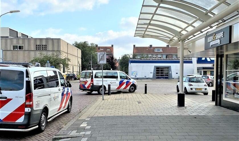 Politie op het Koningin Julianaplein vanwege een gewond persoon en de toedracht van het voorval (foto: politie LV).