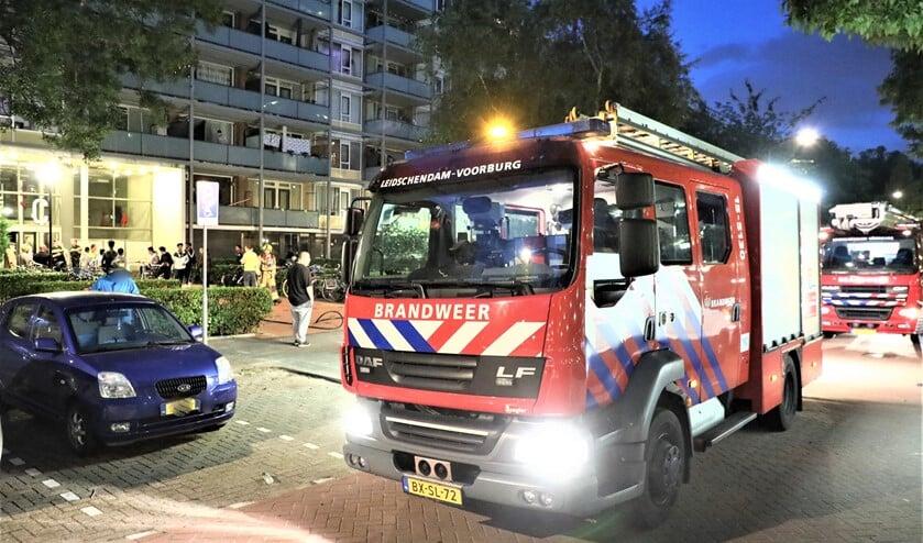 De brandweer had het brandje in de meterkast snel geblust maar vervolgens moest de stroom wel enige tijd worden uitgeschakeld (foto: Sebastiaan Barel).