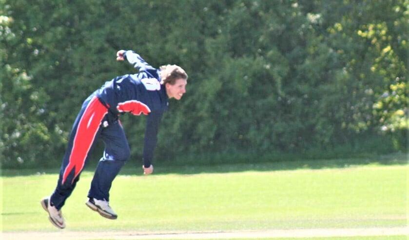 <p>Steffen Mulder was goed voor vier wickets in het belangrijke duel tegen Punjab (foto: Catch of the Day BV).</p>