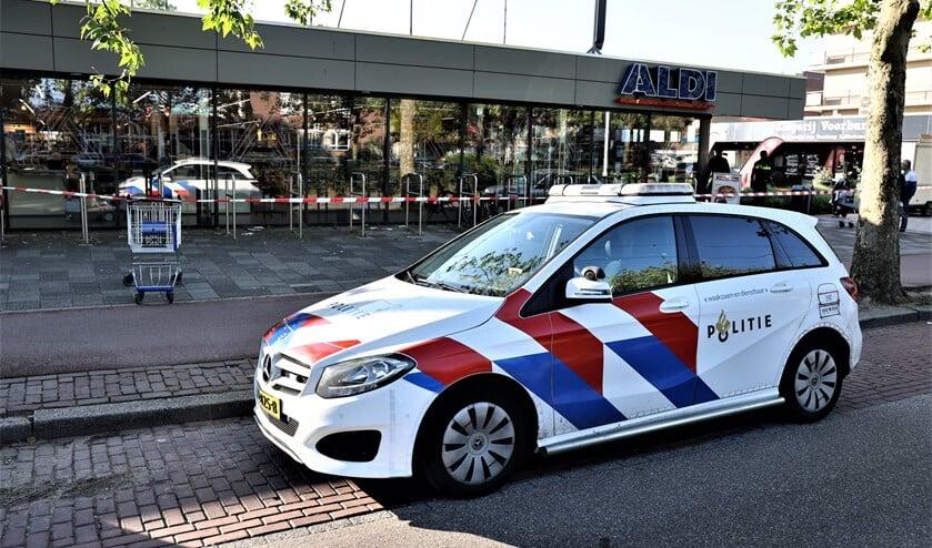 <p>De politie zette een Plaats Delict (PD) af met lint (foto: Sander Paardekooper).</p>