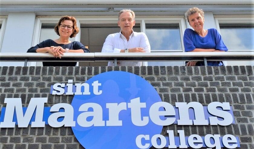 <p>Gusta ten Bosch (64, biologie), Annelies Kort (63, handvaardigheid) en Adri Toet (67, aardrijkskunde) blikken terug op hun onderwijscarri&egrave;re op het Maartens (foto: pr SMC).</p>