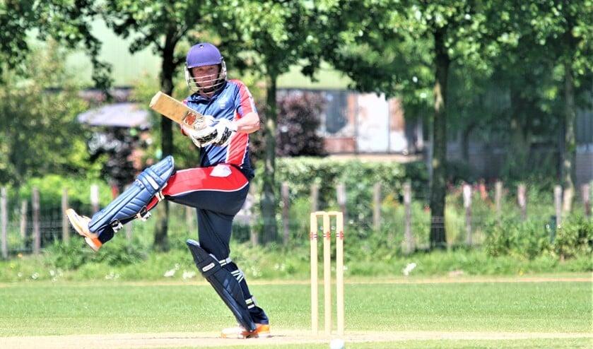 Tom de Grooth (76) speelde weer eens een monumentale innings (foto: Catch of the Day BV).