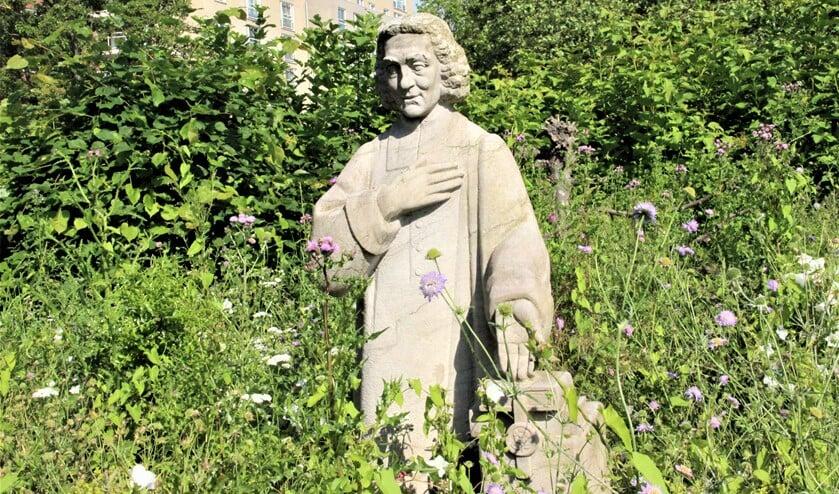 <p>&lsquo;Benedictus de Spinoza (1964), een beeld van Rudolf Roth (1902-1985), Spinozalaan, Spinozahof/ Park &lsquo;t Loo (foto: Marian Kokshoorn).</p>