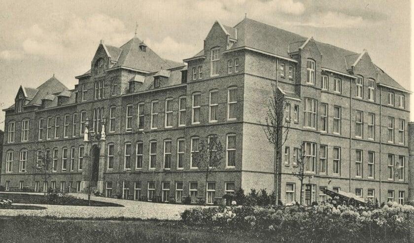 Ziekenhuis Sint Antoniushove aan het Oosteinde in Voorburg in 1925 (archief F.J.A.M. van der Helm).