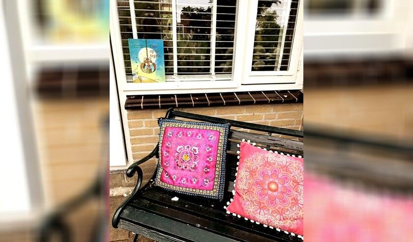 <p>Zet een prentenboek voor je raam. Foto: Marieke Nieuwenburg</p>