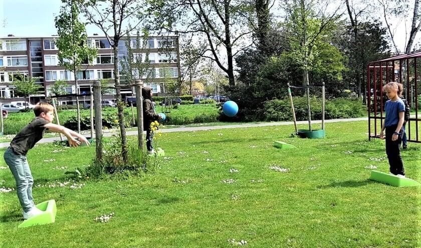 <p>Stoepranden is een leuk en laagdrempelig spel, waarbij de spelers veel moeten bewegen (foto: pr SenW).</p>