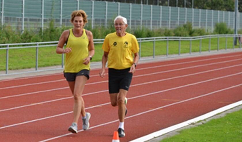 <p>De atlete Stella Jongmans heeft aan het begin van haar carrière getraind onder Sijbrandij en liep een rondje mee (foto: pr).</p>