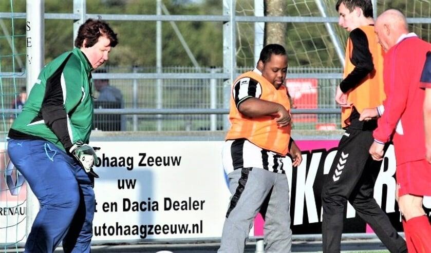 G-voetbal bij de Leidschendamse voetbalvereniging SEV (foto: pr SenW).