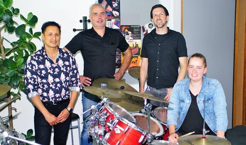 <p>Richard, Maurice, Ruben en Marit gaan jonge bands begeleiden bij Popfactory. Foto: Robbert Roos</p>