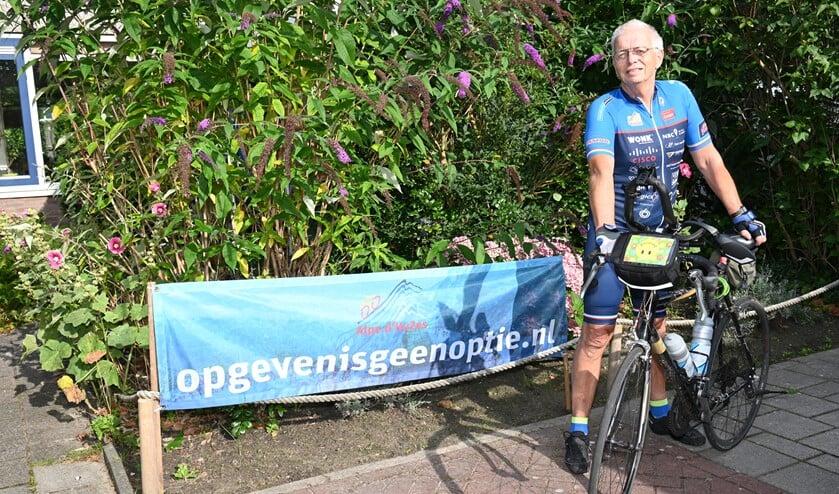 <p>Anton Bood stapt op de fiets om geld op te halen voor kankeronderzoek. Wie doet mee? Foto: Gerard van Warmerdam</p>