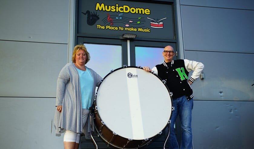 <p>Sandra en Henry kijken nu al uit naar de eerste repetitie met de nieuwe groep Harpe Davids Unlimited.</p>