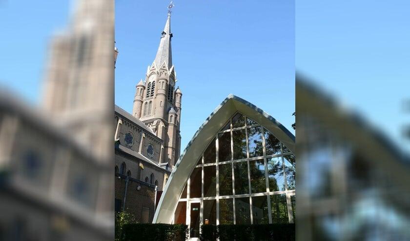 <p>In de sfeervolle parochiezaal naast de kerk is een verrassende expositie te bezoeken. </p>