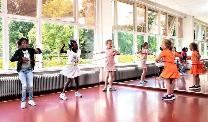 Oefenen voor het circus tijdens de Brede Schoolactiviteiten (foto: pr SenW).