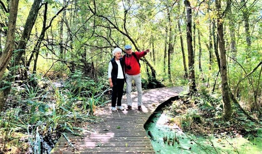 <p>Deelnemers aan de wandeling waren enthousiast over de mooie route met alle aspecten van het Nederlandse landschap&quot; (foto: pr SenW).</p>