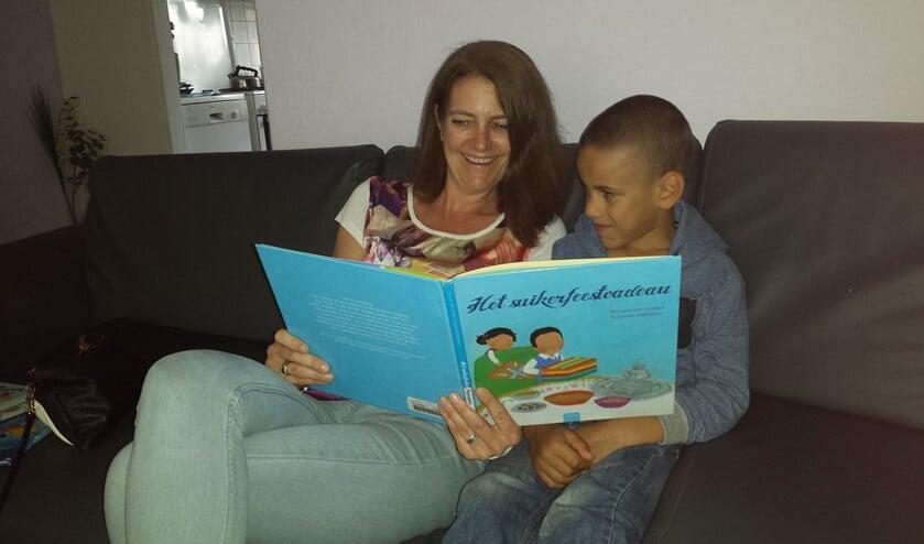 Voorlezen is zo goed voor de taalontwikkeling. Foto: Leonie Bierhuizen