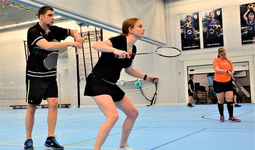 <p>Bij BC Orbiton kunnen beginners en gevorderden gezellig samen badmintonnen (foto: pr BC Orbiton).</p>