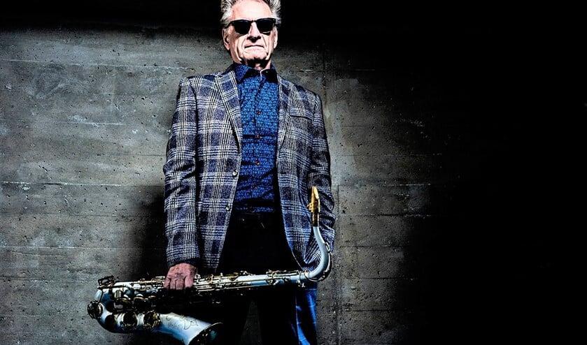 <p>Om te vieren dat Hans Dulfer zich al 65 jaar een slag in de rondte speelt en bovendien 80 jaar wordt, presenteert hij een nieuwe band (foto: pr). </p>