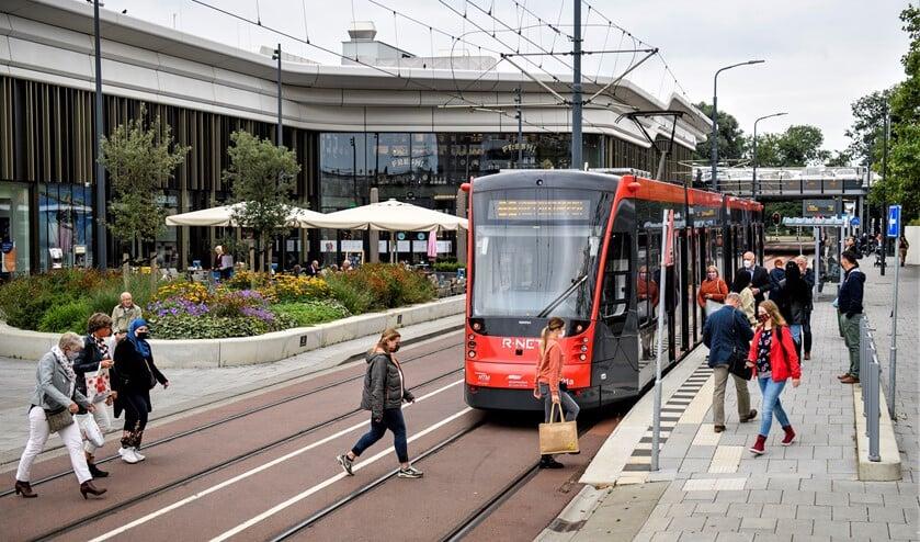 <p>De tramhalte Weigelia van lijn 19 bij Westfield Mall of the Netherlands (foto: Sicco van Grieken).</p>
