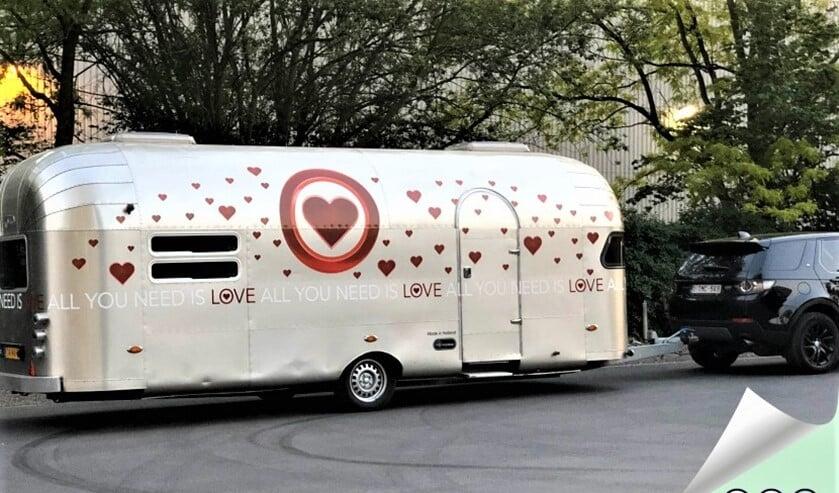<p>Een aantal inwoners sprak een boodschap voor een ander in, in de enige echte All You Need Is Love caravan. </p>