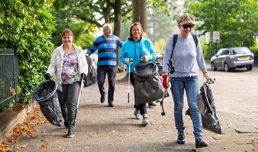 <p>Een grote groep vrijwilligers maakte zich tijdens Wordl Cleanup Day verdienstelijk in respectievelijk in Leidschendam Noord en park Vreugd en Rust in Voorburg met het verwijderen van zwerfafval (foto: Steven Lek).</p>