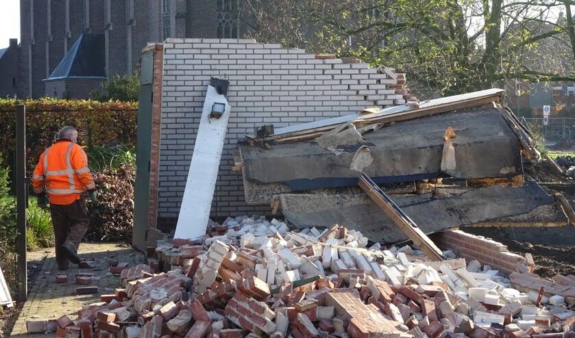 Vrijdag is de garage van het dekenaat aan de Einstraat gesloopt voor de nieuwbouw van het museum op het Mgr. Goumansplein.