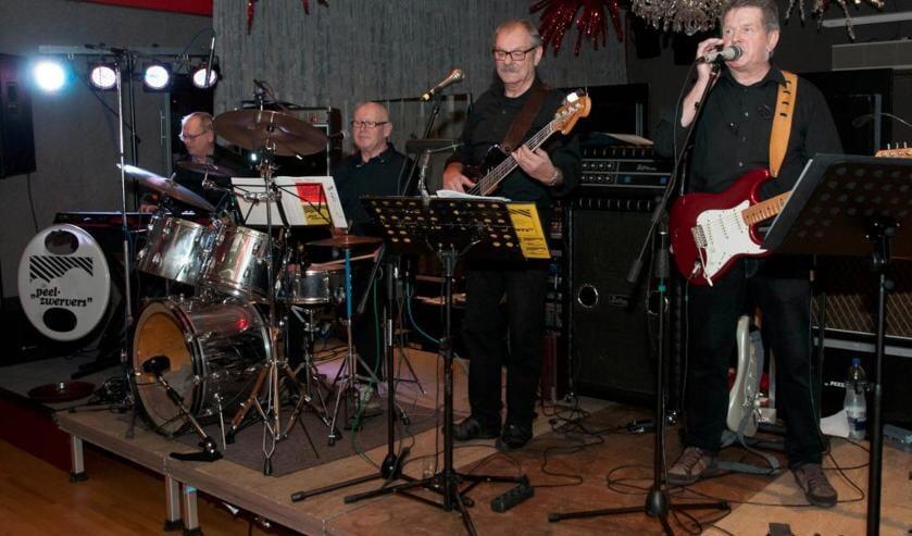 Het orkest De Peelzwervers verzorgde zondag een optreden in Anno'54 in Venray. Foto: Lotte Kamphuis.