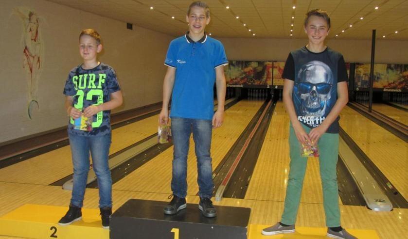 De beste drie jeugdbowlers van het Sinterklaastoernooi.