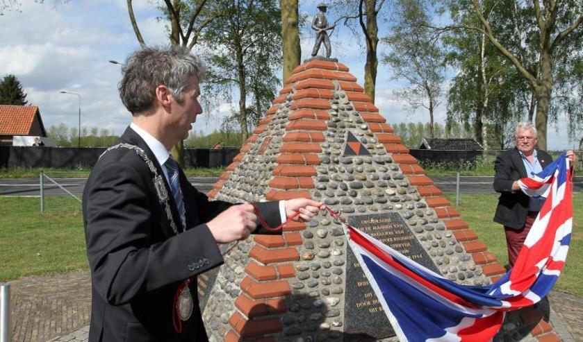 In mei werd het in de nacht van zaterdag op zondag vernielde monument feestelijk onthuld. Foto: archief Peel en Maas.