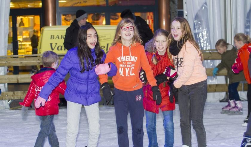 Genieten op de ijsbaan in Venray. Foto: Henk Lammen.
