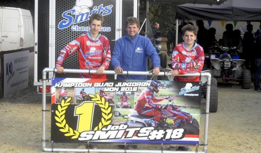 Van links naar rechts Job Smits, vader Mark Smits en Wout Smits. Foto: Maycel de Bruijn.